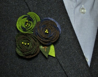Felt flower brooch, felt roses broach, handmade felt accessories, flower brooch, felt broche, felt flower, flower brooch.