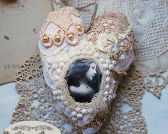 "Jewelry wall or door, textile heart - ""romantic"""