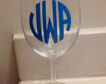 Circle Monogrammed Wine Glass
