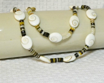 Seashell Necklace / Black Lip Shell, Oval Shell, Snap Clasp, White, Cream, Brown, Black