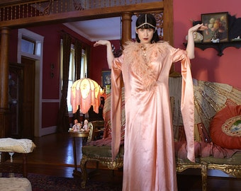 Spectacular Rare Bat Winged Cleopatra 1920's Hollywood Glamour Peignoir Robe Jean Harlow Ostrich Feather neckline