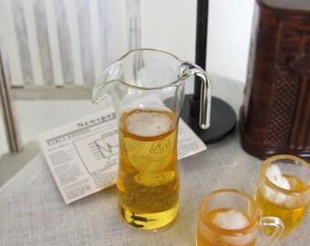 Miniatura de cerveza con espuma en la jarra de cristal - realista miniatura resina bebidas para escala moda muñecas y figuras de acción 1:6