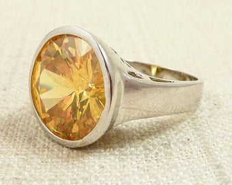 Size 7 Vintage Citrine Yellow Glass and Sterling Ring