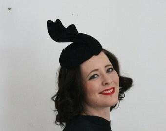 40's style tilt hat in black felt - 40's Perch hat - ladies hat - 40's re-enactment hat - races hat - Ascot hat