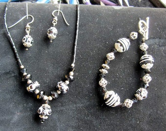 Navy Blue and Silver Necklace, Bracelet and Pierced Dangle Earrings. Mint Condition. Gift Box JN870