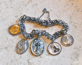 Proud to be a Catholic...Vintage AMERICAN STERLING Silver Catholic Saints Medal Bracelet