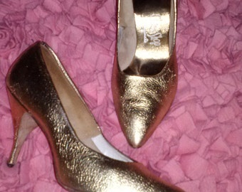 Lover Come Back....vtg50's Gold Lame Leather Spiked Kitten Heel Pumps...sz 8 - 8-5
