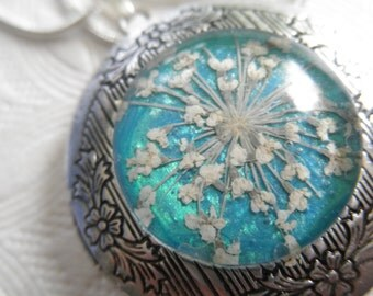 Pressed Flower Keepsake Locket-Queen Anne's Lace-Glowing Caribbean Blue Green Ocean Background-Symbolizes Peace-Nature's Art-Gifts Under 35
