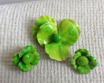 Vintage Flower Power Brooch, Pin & earrings from the 60's.  Lime Green   Mid Century Modern.