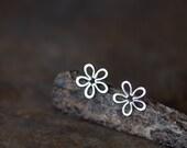 Silver Artisan Earrings, Dainty Sterling Silver Flower Stud Earrings, Simple Silver Daisy Earrings, hammered silver earrings, Wire Flower