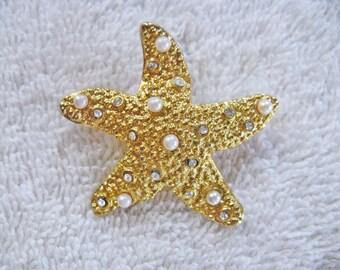 Vintage Gold Tone Faux Pearl Rhinestone Starfish Brooch Pin (B-3-1)
