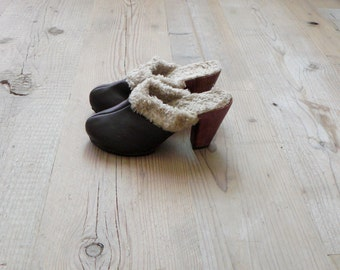 Vintage clogs. 1970s wooden platform clogs. wool leather clogs