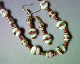 White, Mauve, Gold and Green Necklace and Earrings (0473)