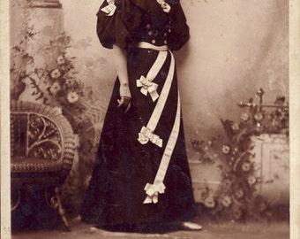 Unusual RIBBON DRESS On This VICTORIAN Woman Cabinet Card Photo New Richmond Wisconsin Circa 1890