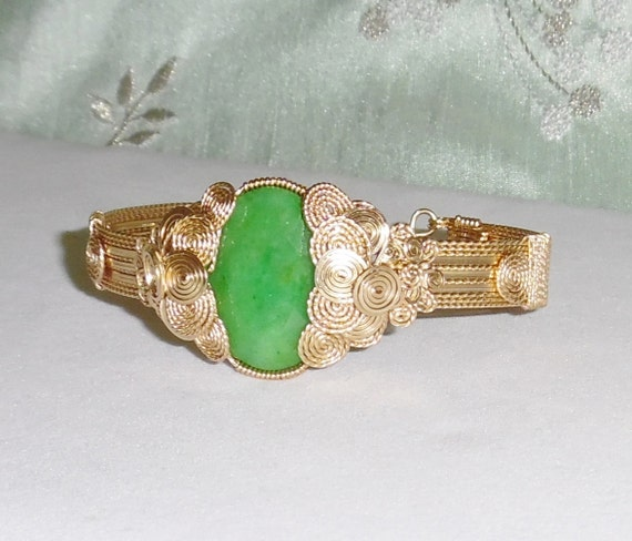 40 ct Natural Oval Columbian Parrot Green Emerald gemstone, 14kt yellow gold Bangle Bracelet