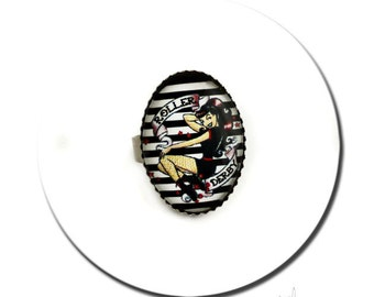 Ring Pin up Roller Derby Old School Tattoo Rockabilly - Silver Plated Oval Pad
