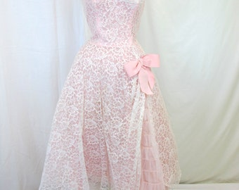 1950s White and Pink Lace Strapless Prom dress