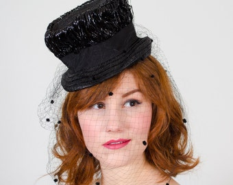 1940s vintage hat / straw tilt hat / Seeing Spots