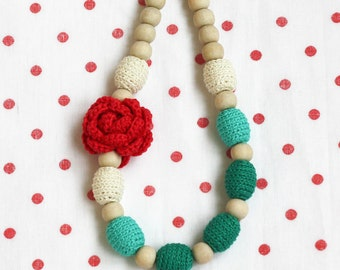 Nursing necklace Christmas gift Red green white necklace with flower Winter baby shower gift for mother to be Ombre crochet jewelry