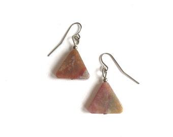 Triangle agate earrings, agate dangle earrings, vintage agate earrings, vintage triangle earrings, triangular dangle earrings carved agate