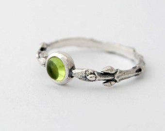 Buds and Peridot ring - sterling silver branch ring with 5mm peridot cabochon size 8.5