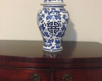 Ginger Jar Blue and White Chinoiserie Oriental Chinese Porcelain Vase