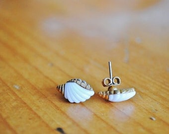 Vintage White and Gold Shell Earrings