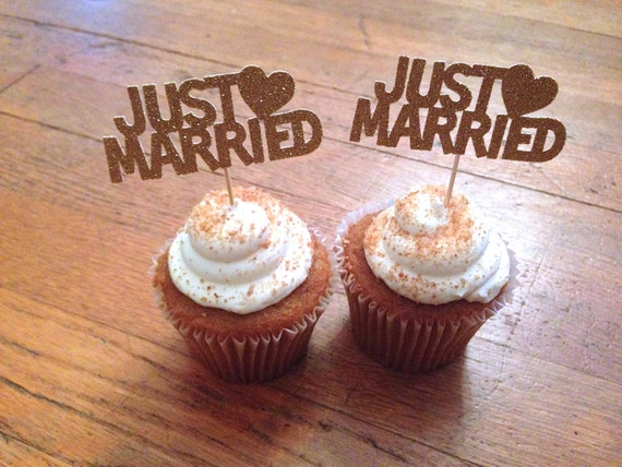Just married cupcake toppers wedding decorations wedding for Just married dekoration