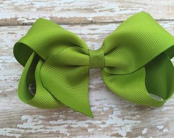 Kiwi hair bow - kiwi green bow, 4 inch hair bow, boutique bow, girls hair bows, toddler bows, green bows, hair clips, green hair bows