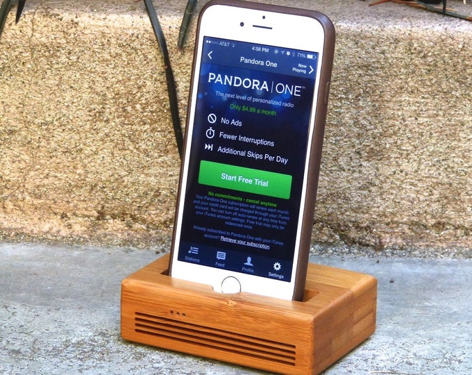 Docking Station iPhone 6/7 - CONCERT model  in Bamboo – Use With or Without a Cover - Booss the Sound
