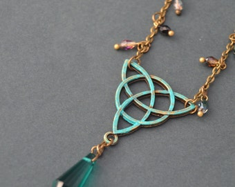 Green triquetra necklace - Celtic jewelry - Emerald green celtic necklace - green crystal point necklace