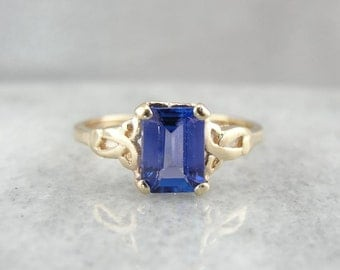 Lovely Tanzanite And Gold Ring With Celtic Knot Motif W2TDZD