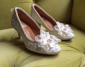 Marie Antoinette Rococo Baroque Heels Shoes Costume Floral Champagne Ivory Cream Off White Antique Style Lace Appliqué Pearls CUSTOM Bridal