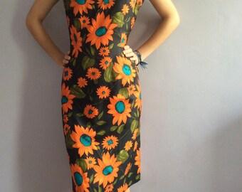 Sleeveless 60s dress shift floral dress vintage sheath flower pattern vtg fitted sundress graphic 60s Mad Men sheath