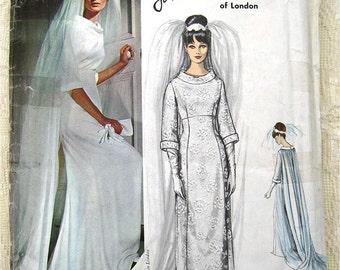 60s John Cavanagh Bridal Gown Vogue Couturier Design 1347 Wedding Dress Sewing Pattern. Size 12