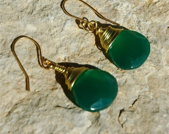 Green onyx earrings, gold wire wrapped green onyx earrings, Green Onyx drop earrings, green earrings