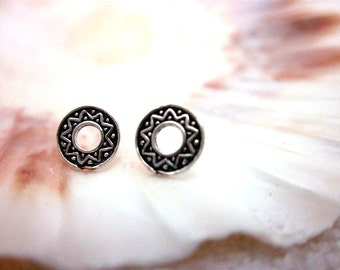 FREE SHIPPING* Sterling Silver Circle Toten Stand Stud Earrings