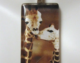 Giraff parenting in the wild pendant and chain - WGP02-022