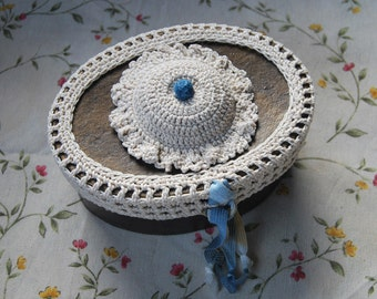 Jewelry box decorated with crochet - Sewing box