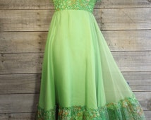 Vintage Green Floral Formal Prom Evening Ball Party Gown Long Maxi Dress Sexy Retro 70's Women's Size 5/6 Ruffle Neck Skirt Sleeveless