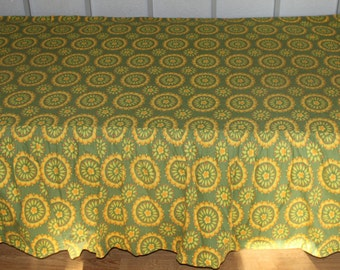 Fantastic 60s vintage Coverlet Bedcover Bedspread with valance. Scandi Flowers retro pattern in green & yellow. Made in Sweden Scandinavian