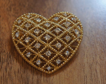 Vintage  Jewelry Brooch Pin Gold CZ Rhinestone Filigree Heart    A-082