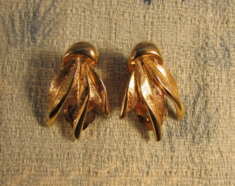 Vintage gold-tone triple feather leaf clip-on earrings, stamped SPHINX