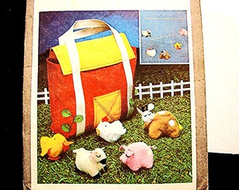 1970s Farmyard Animal Toy Pattern and Carry Case Barn Kids Tote Bag UNCUT  boy girl Toddler Toy, Stuffed Farm Animals with Barn