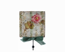 Shabby cottage chic towel hanger. Wall decorative key holder / rack. Wall hanging spring home decor. Green floral wooden hanger. Towel Hook.