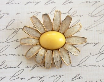 Vintage 1950s Weiss Flower Power Brooch / 50s Enamel Brooch Pin / Yellow Daisy Brooch Pin