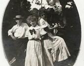 Old Photo 2 Women 2 Men Long Dresses 1910s Photograph snapshot vintage