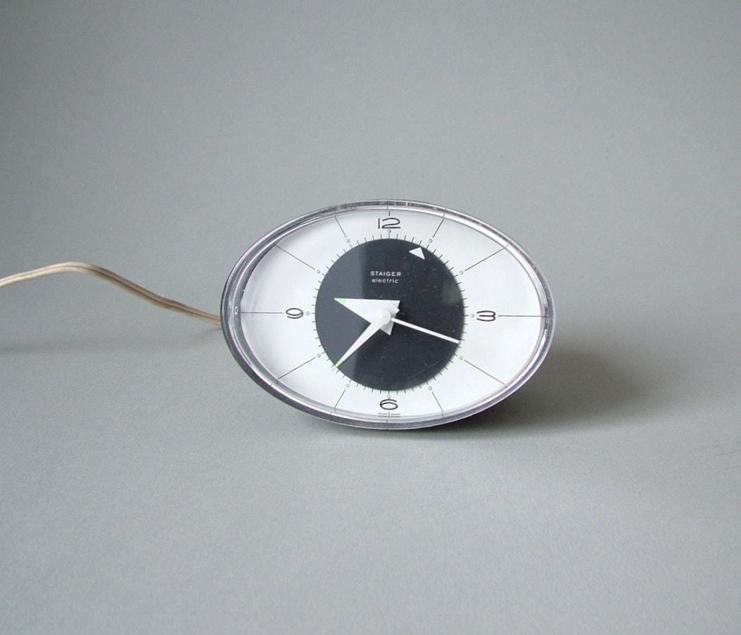 kleine vintage uhr staiger electric wecker graue ovale uhr. Black Bedroom Furniture Sets. Home Design Ideas