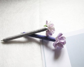 Set of 2 / 4 Wedding Guest Book Pens, Burlap Pen, Shade of Purple Paper Flower, Rustic Wedding Pen, Wedding Decor, Rustic Flower