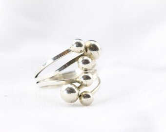 Sterling Silver Bauble Ring! Size 9, Custom made. Classic and elegant.